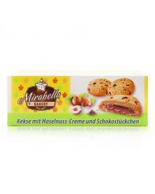 Kekse mit Haselnuss-Creme und Schokostückchen